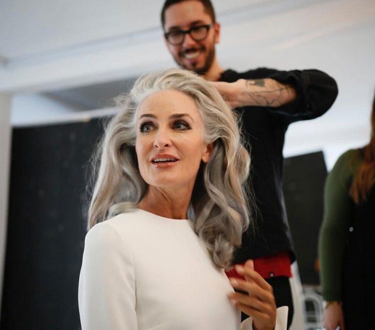 模特兒卡羅琳·拉布歇:我如何在疫情封鎖中學習愛我的銀髮