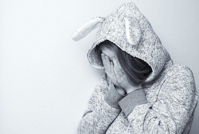 焦慮和壓力對頭髮的負面影響