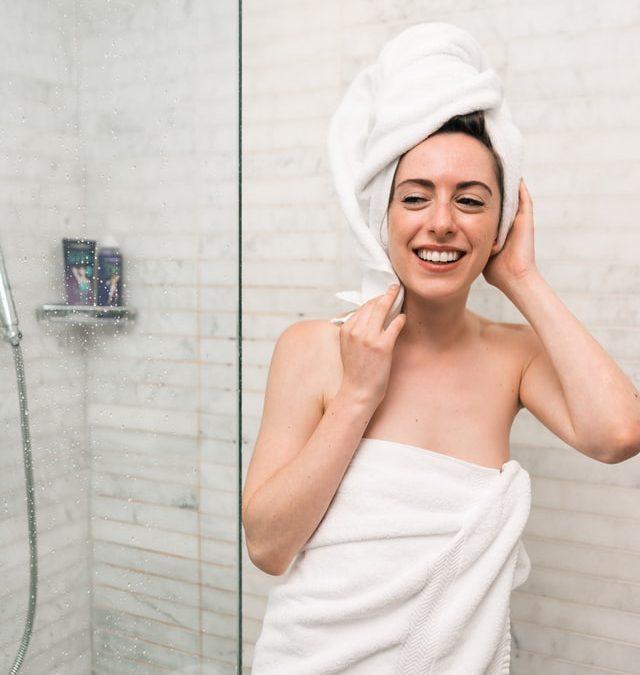 在家「髮絲重生術」:洗髮前先上能量油去角質 ,效果比髮膜還驚人!